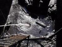 extrem verschmutztes Ölschlammbecken